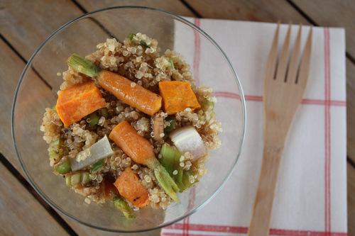 Ensalada de quinoa y vegetales horneados